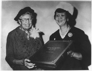 1160px-Eleanor_Roosevelt_receiving_the_Mary_McLeod_Bethune_Human_Rights_Award_from_Dorothy_Height,_president_of_the_National..._-_NARA_-_196283